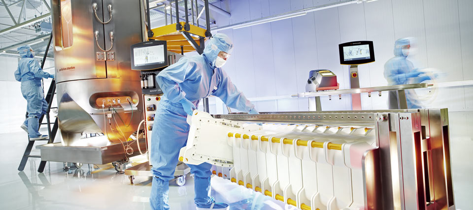 Single use equipment in pharmaceutical processes
